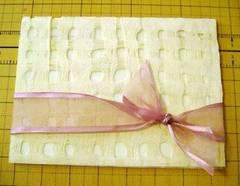 Invitación de boda con papel amate calado